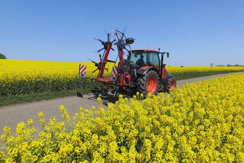 Fanex 684 - efficient tedder with compact transport dimensions